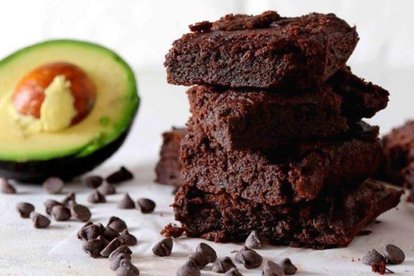 Brownie de chocolate y aguacate